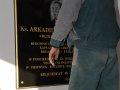 tablica_pamiatkowa_ks_arkadiusza_3